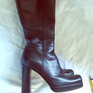 Sheep skin lined leather boots. Made in Italy 37